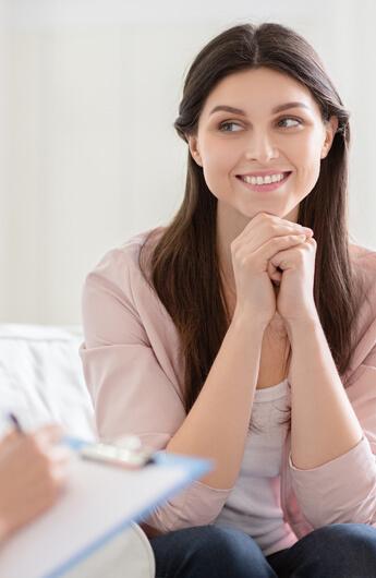 אישה בטיפול cbt